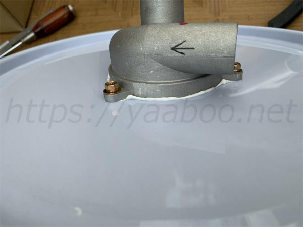 ペール缶のふたにサイクロン集塵機のパーツを固定